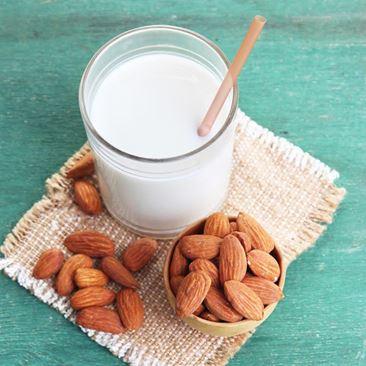 hur gör man mandelmjölk
