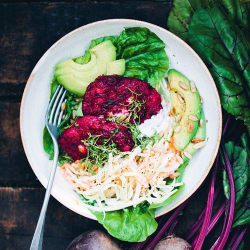 Green Kitchen Recipes: Recept På Rödbetsbiffar Med Fetaost Och Coleslaw
