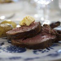 Lammracks med rosmarinrostad potatis och kryddsmör