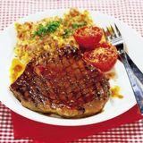 Entrecôte med majsplättar och ugnsstekta tomater