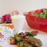 Broccolibiffar med matig sallad och kall sås