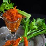 Saffrans- och äppelchutney på selleristjälkar eller på kex