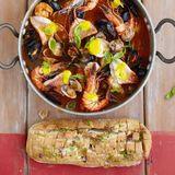 Fina fiskgrytan med saffranssås och vitlöksbröd