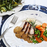 Helstekt fläskytterfilé med rosmarinsås och lättkokta grönsaker