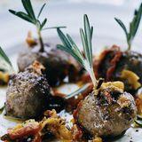 Köttbullar med paprika, oliver och rosmarin