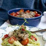 Örtkyckling med ruccolapasta & bakade tomater