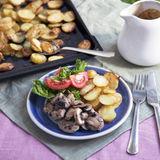 """""""Pepparstek"""" med gräddsås, svamp och ugnsråstekt potatis"""