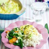 Ugnsfisk med curry, smörslungade morötter & sockerärter